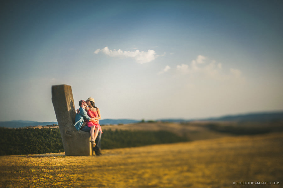 engagement-in-tuscany-siena-roberto-panciatici-wedding-photographer-tuscany-fotografo-matrimonio