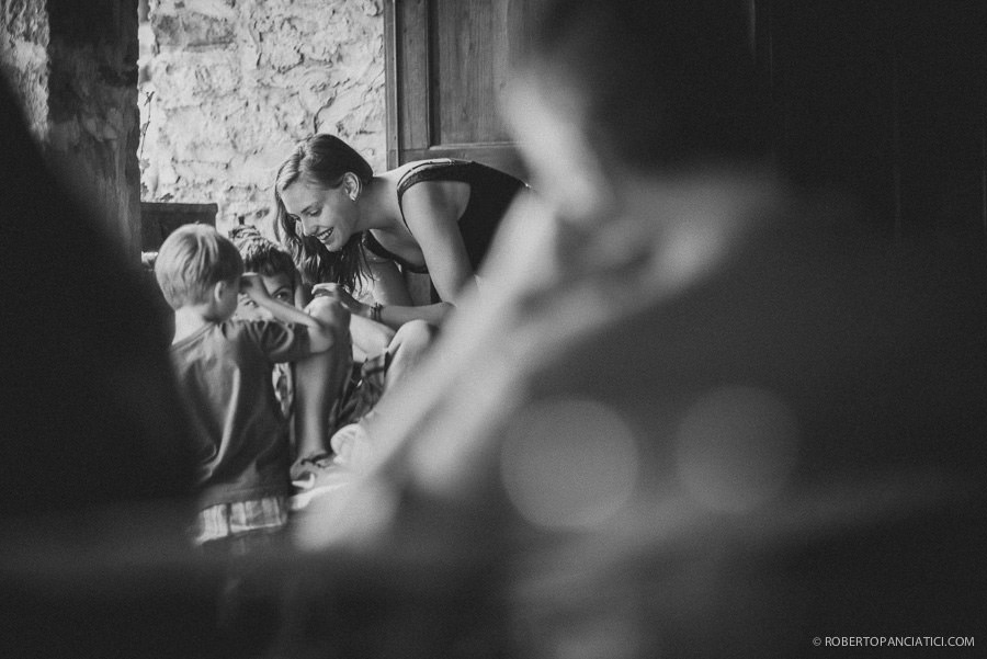 pozza-di-volpaia-candid-photography-roberto-panciatici-wedding-photographer-tuscany-volpaia-fotografo-matrimonio-toscana-volpaia