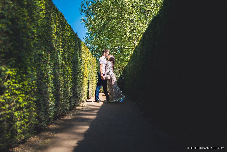 engagement in vienna creative portrait in vienna Schönbrunn