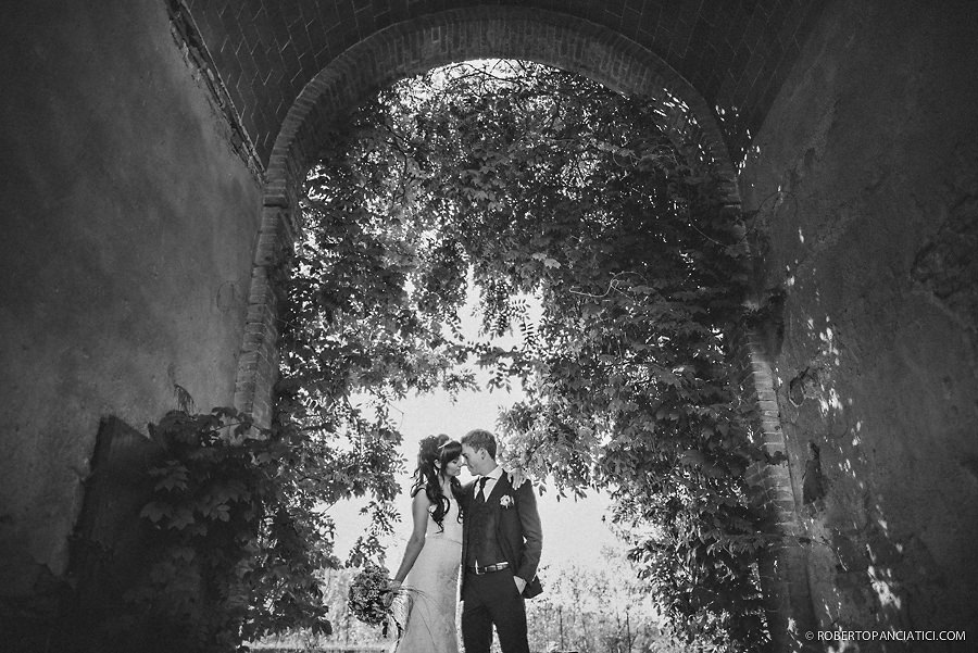 creative-portrait-bride-and-groom-Roberto-Panciatici-Photography