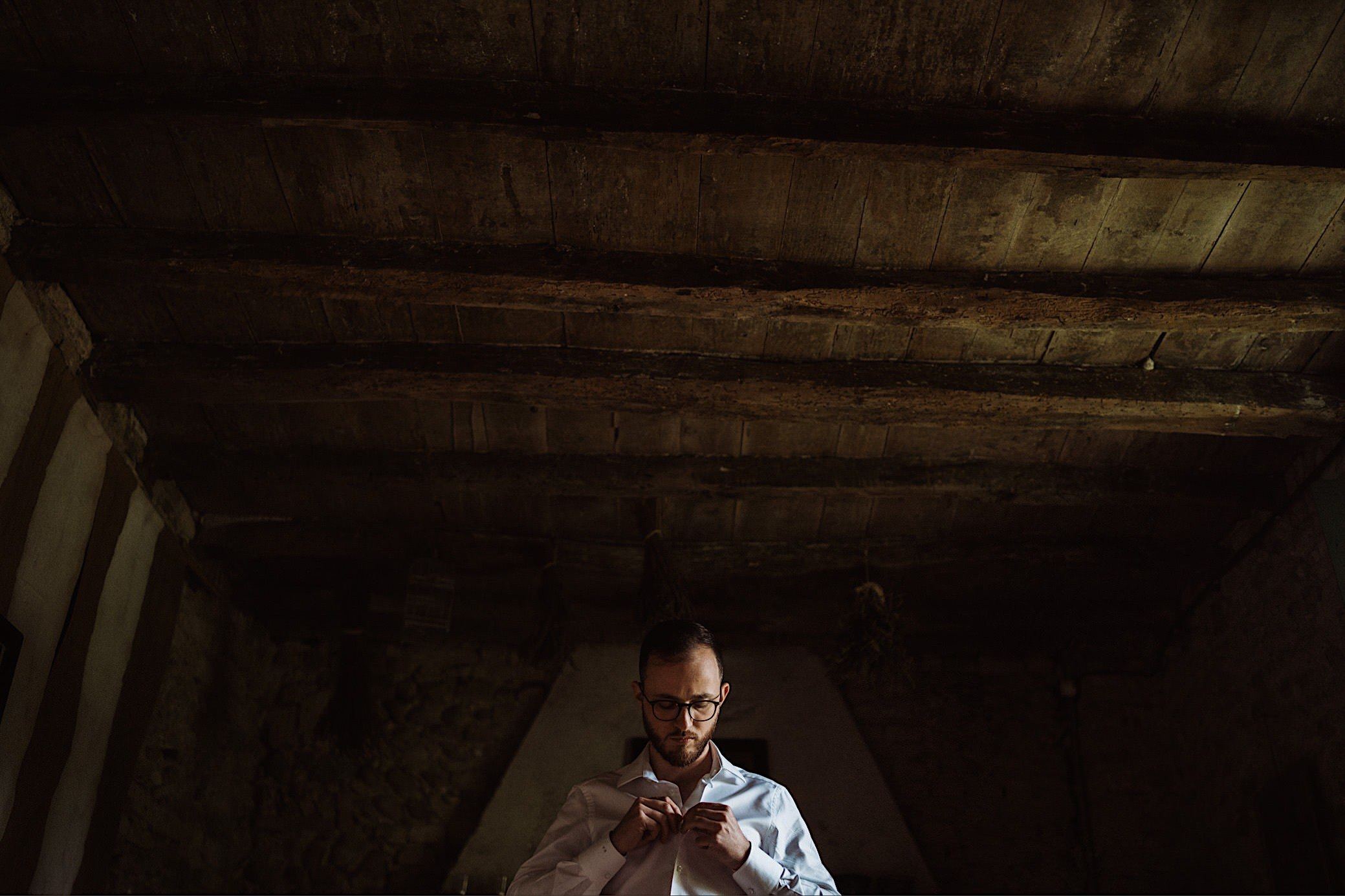 intimate groom getting ready at convento dell annunciata wedding photography